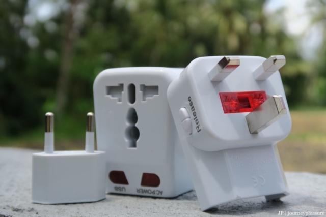 Packliste Quantum Abacus Universeller Reise-Adapter mit 2 x USB-Ladeanschluss