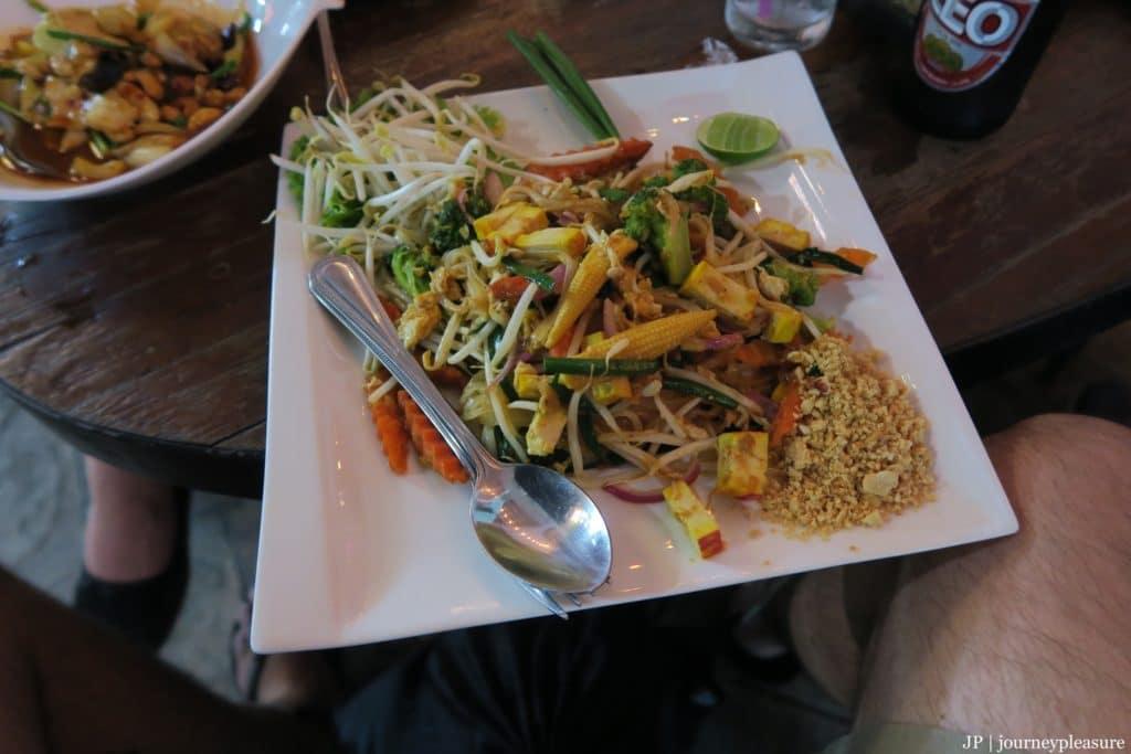 Gai Pad Med Mamuang, Pad Thai